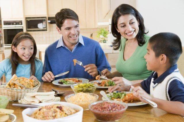 Семейните вечери – полезни за здравето