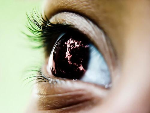 Витамин С подобрява зрението