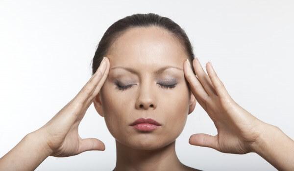 Йога лекува главоболието