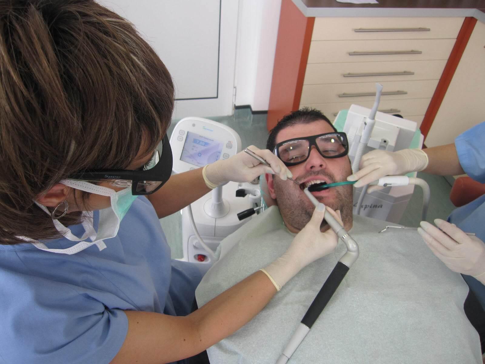 Лазер замества зъболекарската машина