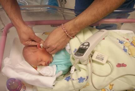 Безплатни прегледи на слуха на бебето