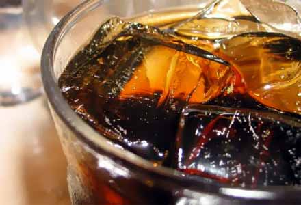 Сладките и газирани напитки рушат костите и ставите