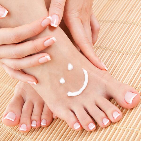 Как да се справим с изпотяването и лошата миризма на краката