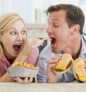 Куркумата и канелата намаляват вредното въздействие на мазните храни