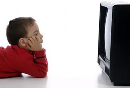 Прекомерното гледане на телевизия носи сериозни рискове за децата